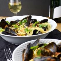 mussel pasta wine