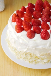 Vanilla Sponge Cake with strawberries