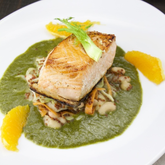 Salmon on spinach sauce and bean fennel salad (6).jpg