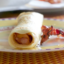 Crepe bacon, cheese and maple syrup