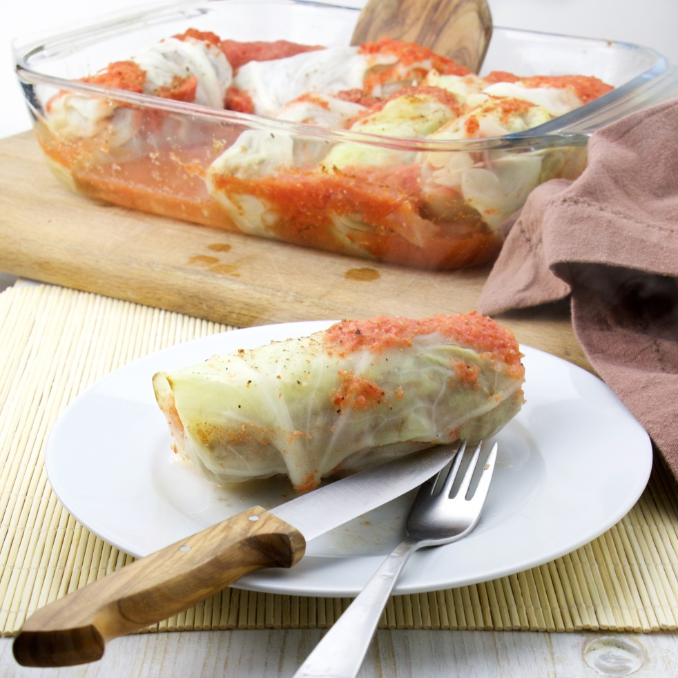 cabbage rolls meat tomato sauce
