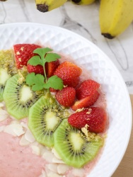 An unctuous fruity smoothie bowl to start the day?