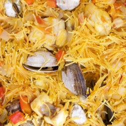 Catalan Fideuà with saffron, monkfish and clams by the Foodolic