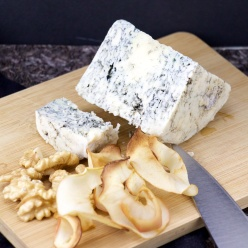 Blue Cheese, walnut and apple chips snacks